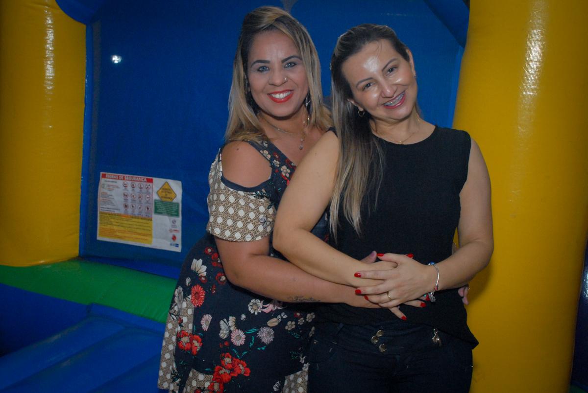 foto com a amiga no condominio vila prudente, aniversario de rafael 4 anos, tema da festa discvery kids