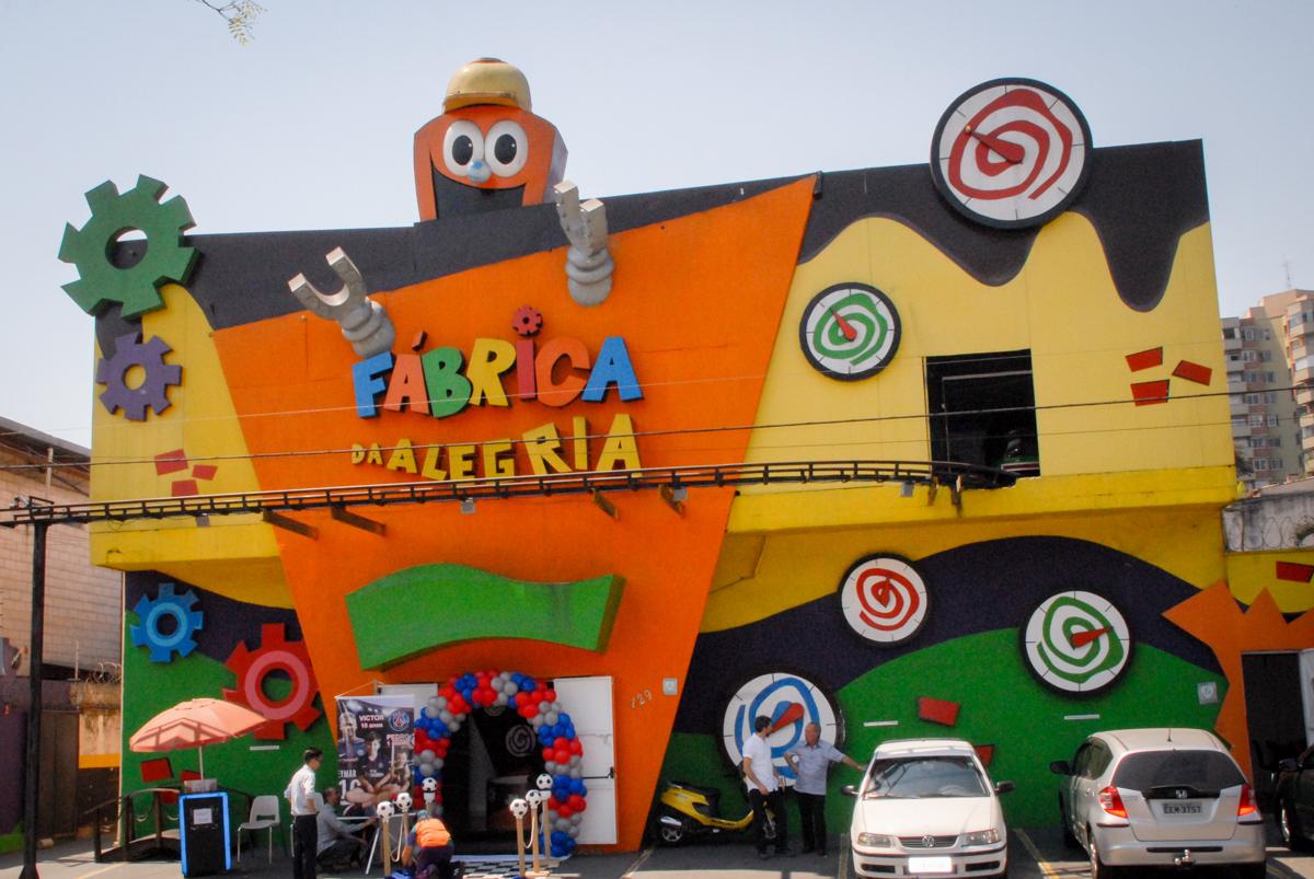 Buffet Fábrica da Alegria, Morumbi, São Paulo aniversário de Victor 10 anos e Pedro 1 aninho, tema da festa Paris Saint Germani