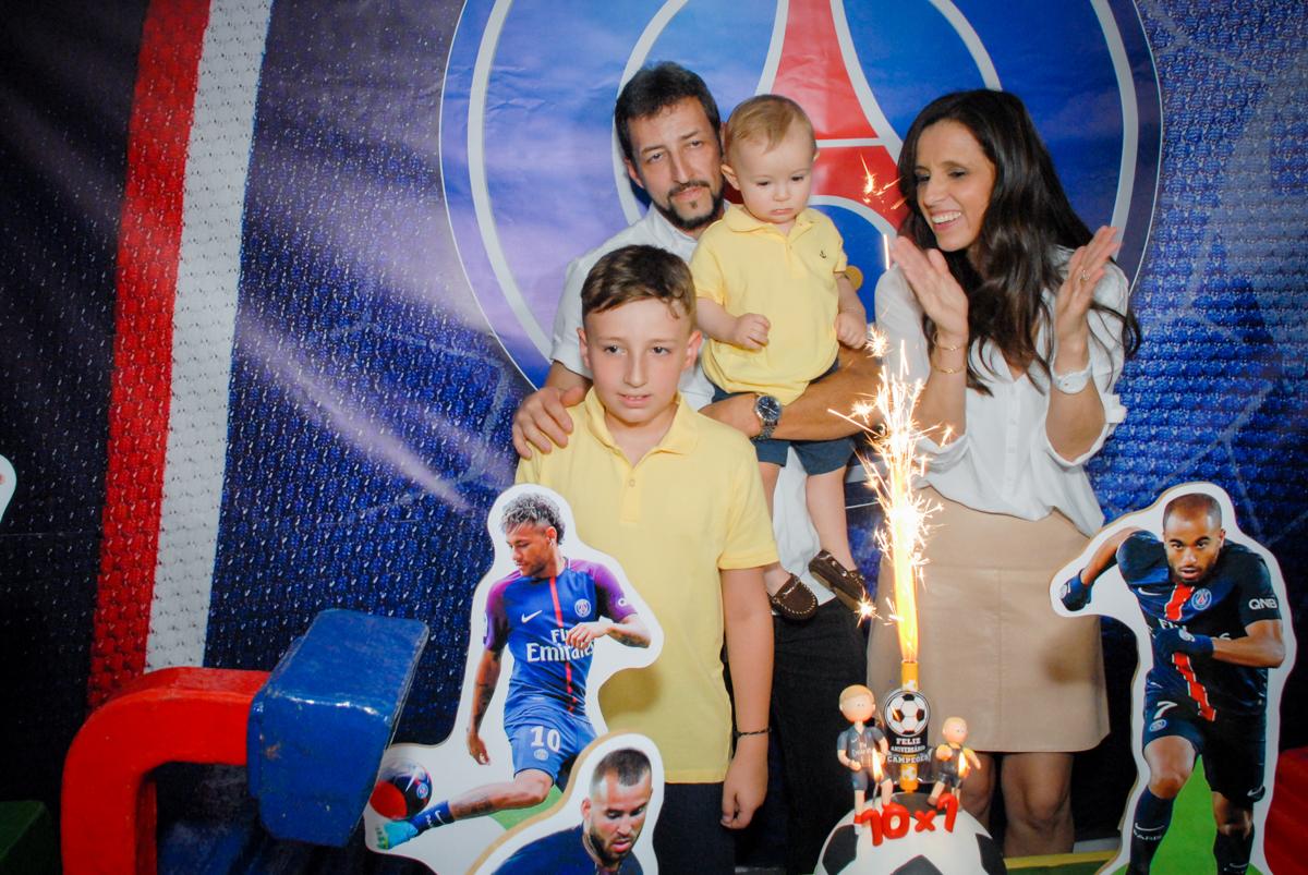 hora do parabéns no Buffet Fábrica da Alegria, Morumbi, São Paulo aniversário de Victor 10 anos e Pedro 1 aninho, tema da festa Paris Saint Germani