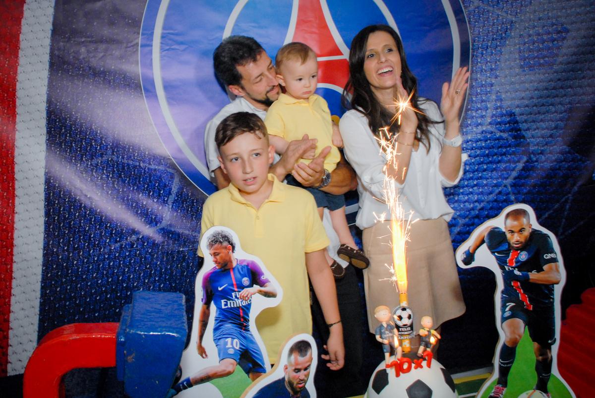 parabéns animado no Buffet Fábrica da Alegria, Morumbi, São Paulo aniversário de Victor 10 anos e Pedro 1 aninho, tema da festa Paris Saint Germani