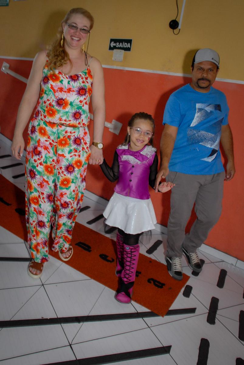 entrada da familia no Buffet Gato Sapeka II, Osasco, São Paulo, aniversario de sophia 6 anos tema da feta monster high