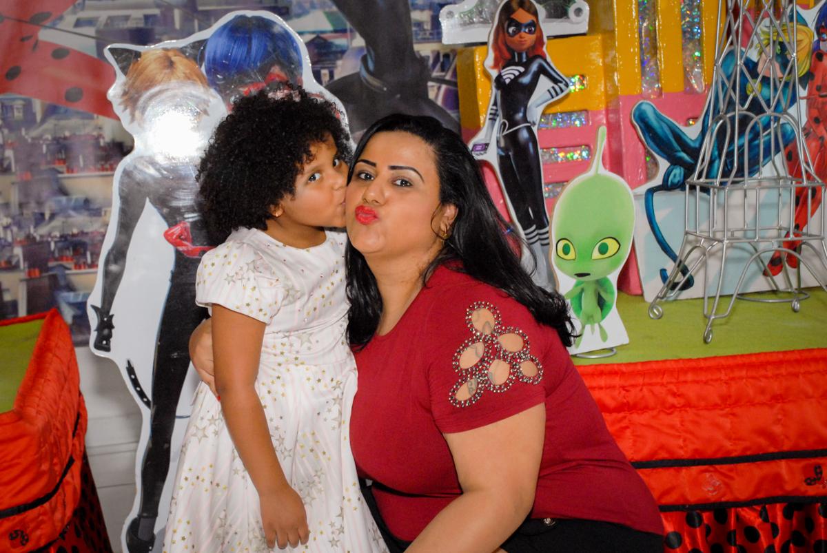 beijo da mamãe no Buffet Magic Joy, Saude, São Paulo, aniversário de Beatriz 6 anos, tema da festa lady bug