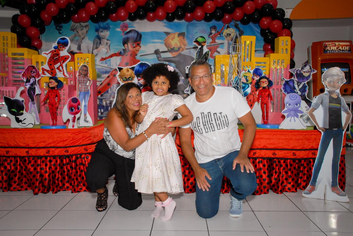 fotografia com os avos no Buffet Magic Joy, Saude, São Paulo, aniversário de Beatriz 6 anos, tema da festa lady bug