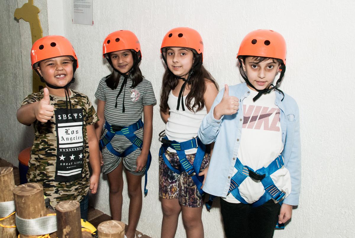 as amigar vão na tirolesa no Buffet Magic Joy, Saude, São Paulo, aniversário de Isaque 8 anos, tem da festa São Paulo Futebol Clube