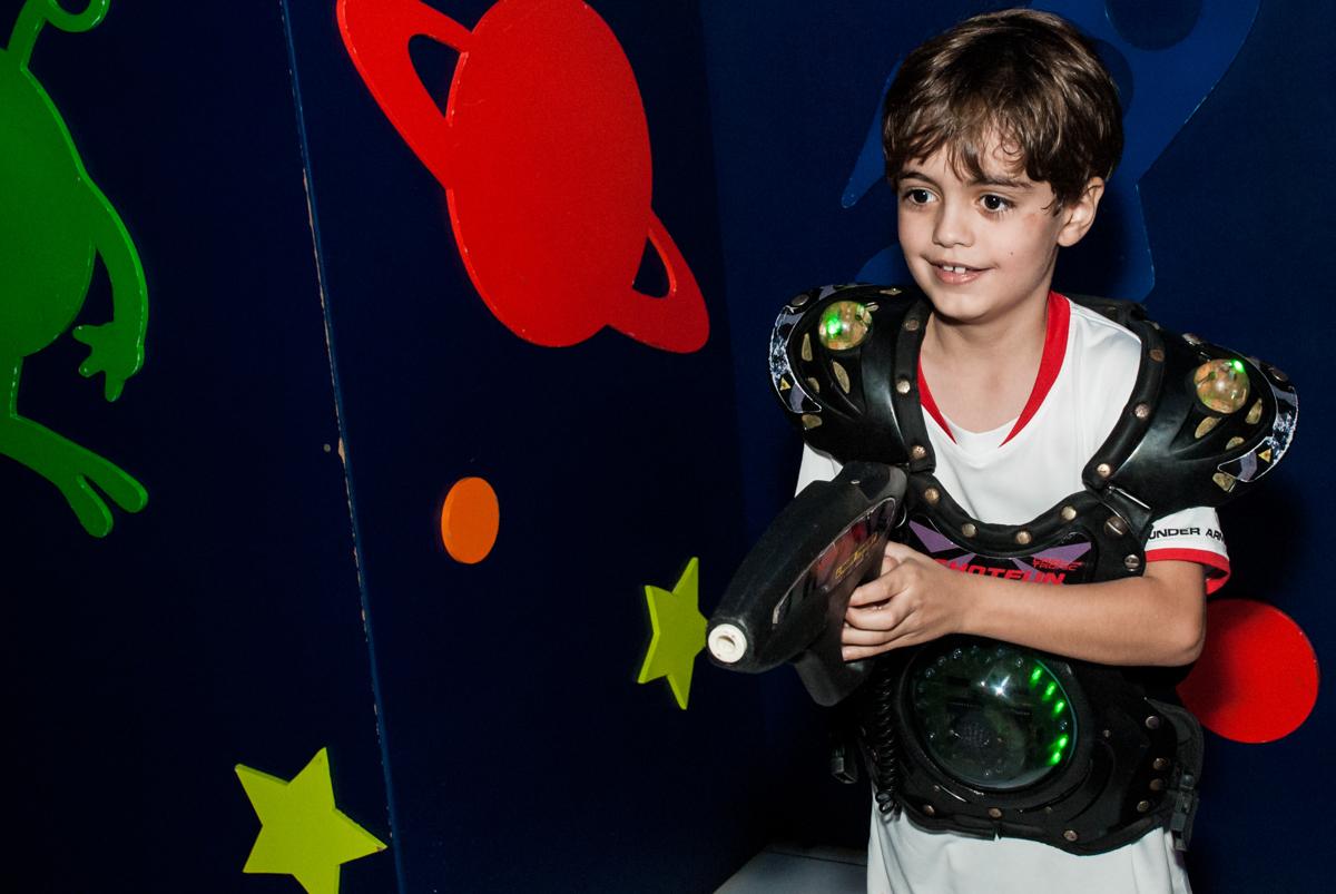 aniversariante também curte a area lazer no Buffet Magic Joy, Saude, São Paulo, aniversário de Isaque 8 anos, tem da festa São Paulo Futebol Clube