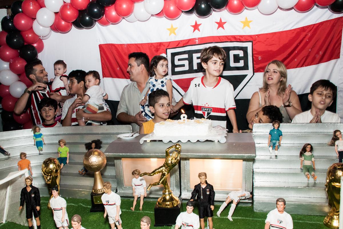 hora de cantar o parabéns no Buffet Magic Joy, Saude, São Paulo, aniversário de Isaque 8 anos, tem da festa São Paulo Futebol Clube