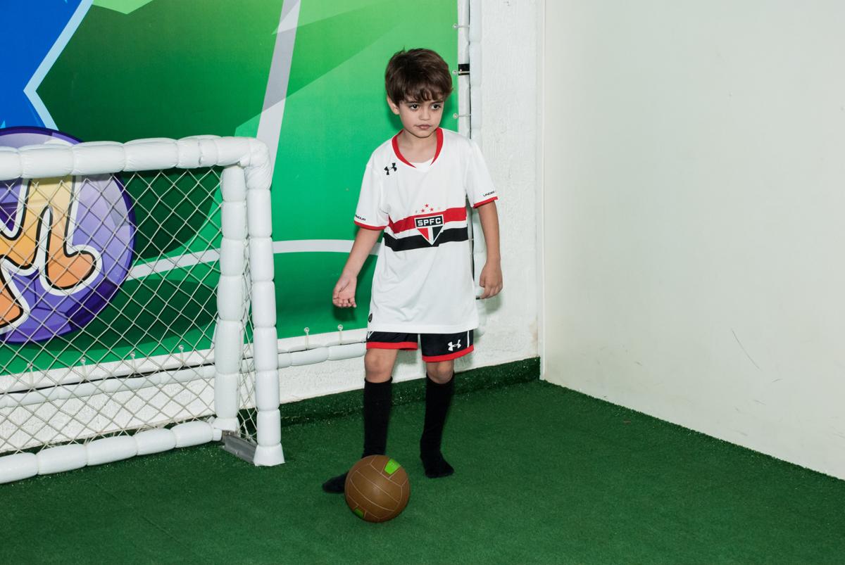 jogo de futebol animado no Buffet Magic Joy, Saude, São Paulo, aniversário de Isaque 8 anos, tem da festa São Paulo Futebol Clube