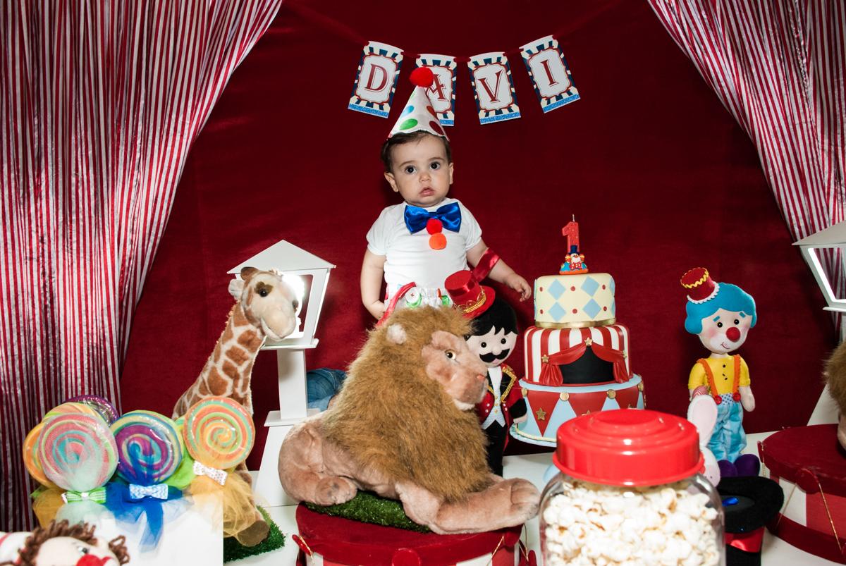 aniversariante se veste de palhaço no buffet Toy