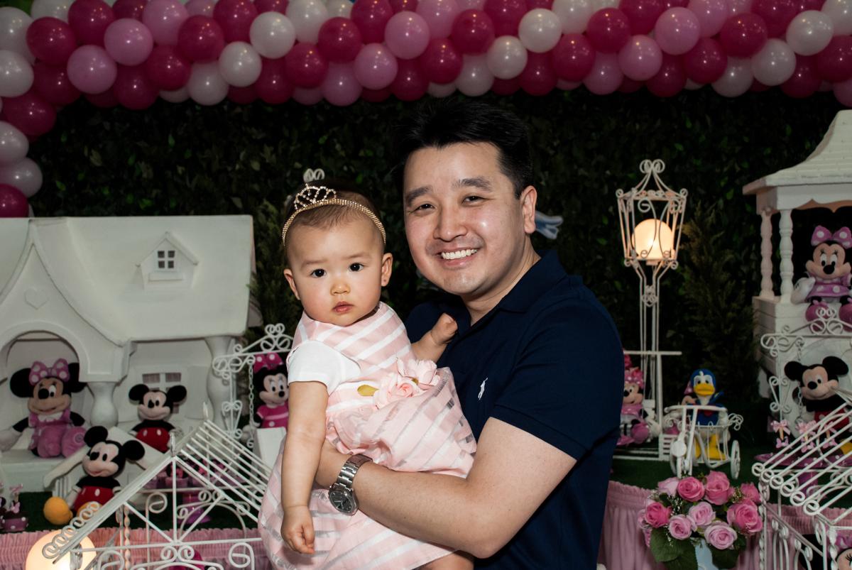 foto pai e filha no Buffet Magic Joy, Saude São Paulo, aniversário de Gabriela 1 ano, tema da festa minie rosa