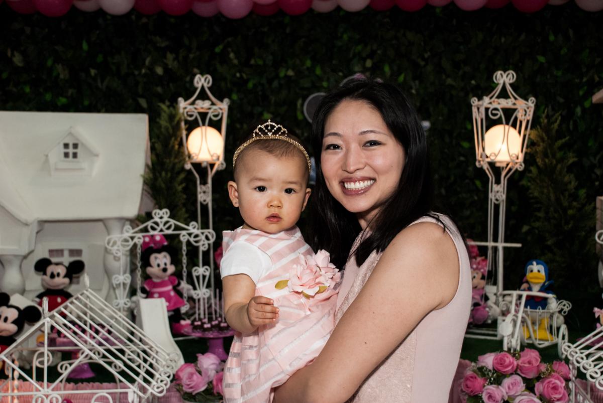 foto mãe e filha no Buffet Magic Joy, Saude São Paulo, aniversário de Gabriela 1 ano, tema da festa minie rosa