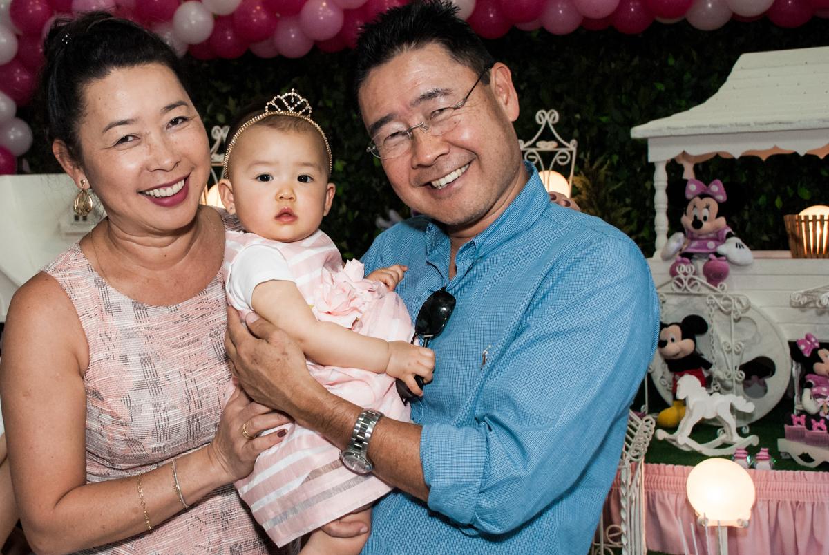 fotografia com o avô no Buffet Magic Joy, Saude São Paulo, aniversário de Gabriela 1 ano, tema da festa minie rosa