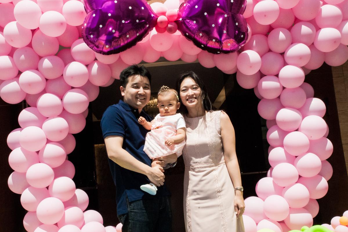 fotografia da família no Buffet Magic Joy, Saude São Paulo, aniversário de Gabriela 1 ano, tema da festa minie rosa
