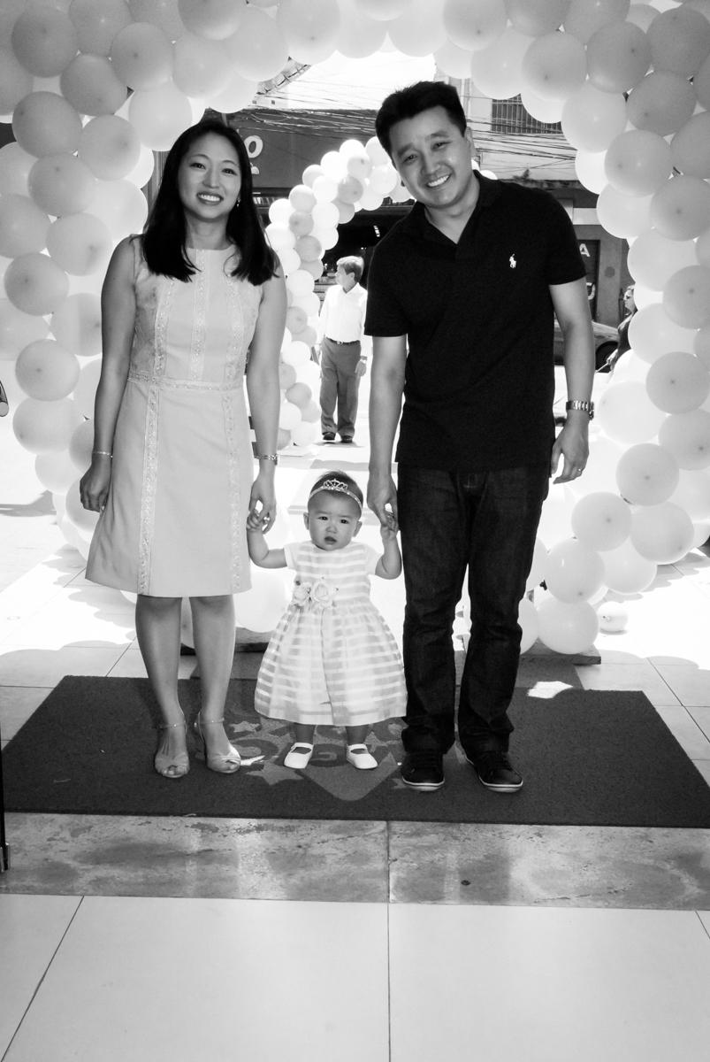 entrada da família para a festa no Buffet Magic Joy, Saude São Paulo, aniversário de Gabriela 1 ano, tema da festa minie rosa