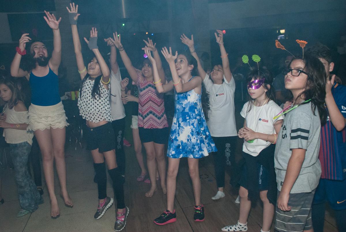 balada animada no Buffet Planeta Kids, aniversário de Gustavo 10 anos, tema da festa Barcelona
