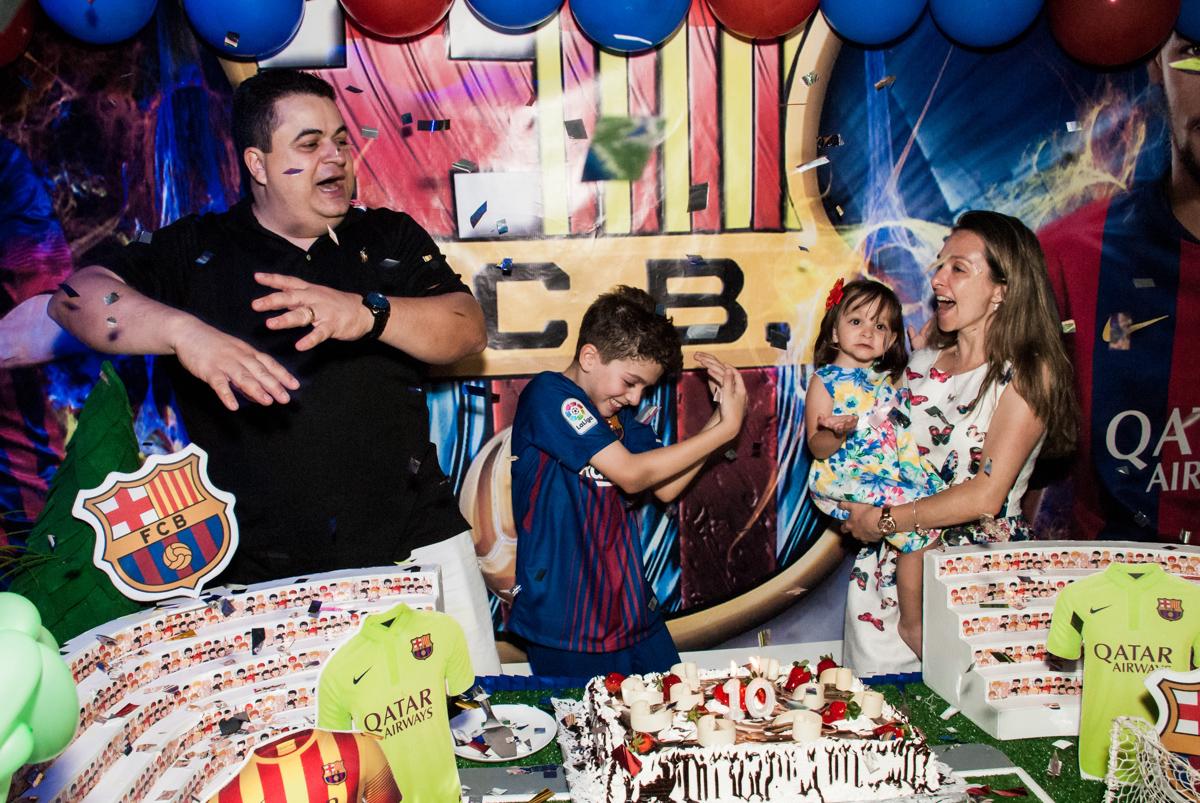 parabéns animado no Buffet Planeta Kids, aniversário de Gustavo 10 anos, tema da festa Barcelona