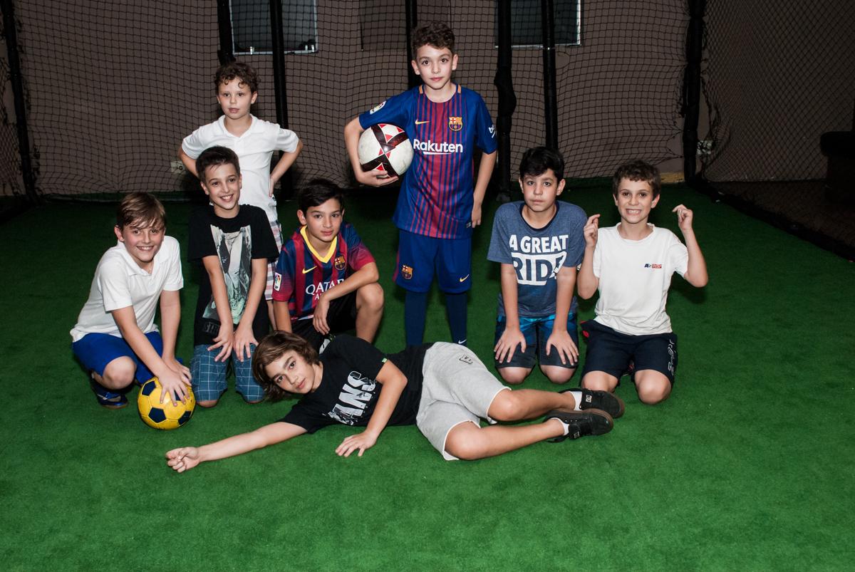 foto de final da festa no no Buffet Planeta Kids, aniversário de Gustavo 10 anos, tema da festa Barcelona