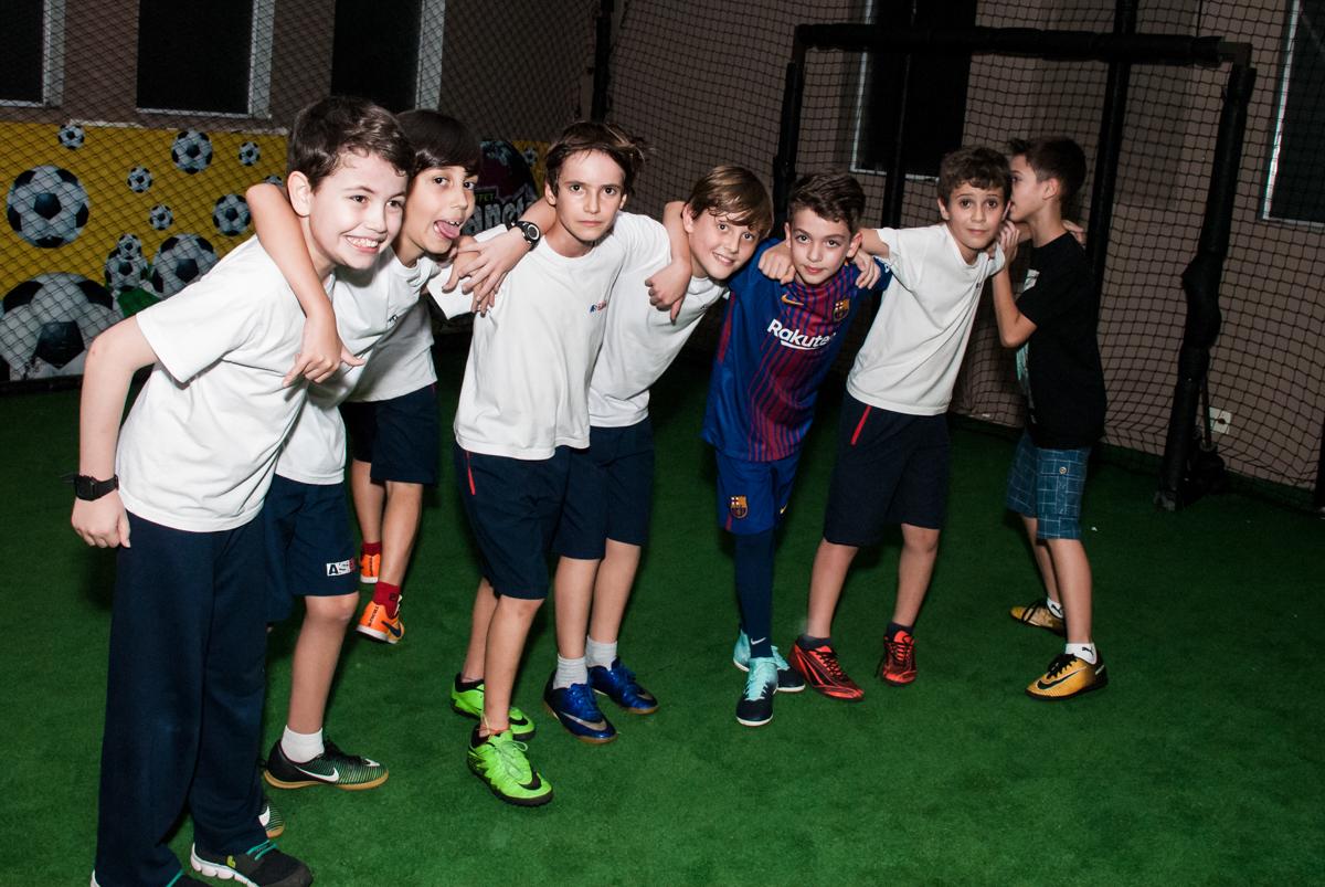 foto dos jogadores no Buffet Planeta Kids, aniversário de Gustavo 10 anos, tema da festa Barcelona