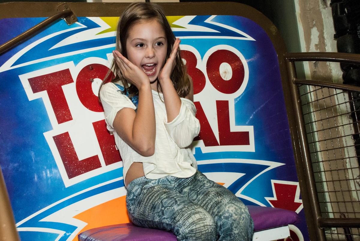 preparando para cair no tombo legal no Buffet Planeta Kids, aniversário de Gustavo 10 anos, tema da festa Barcelona