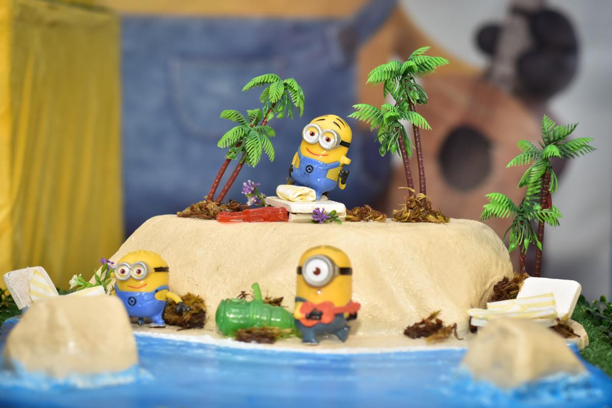 bolo temático no Buffet Fábrica da Alegria, Osasco, São Paulo, tema da festa, meu malvado favorito