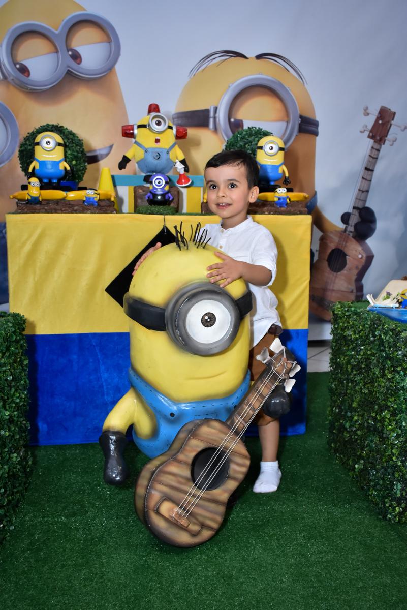 fotografia do aniversariante no Buffet Fábrica da Alegria, Osasco, São Paulo, tema da festa, meu malvado favorito