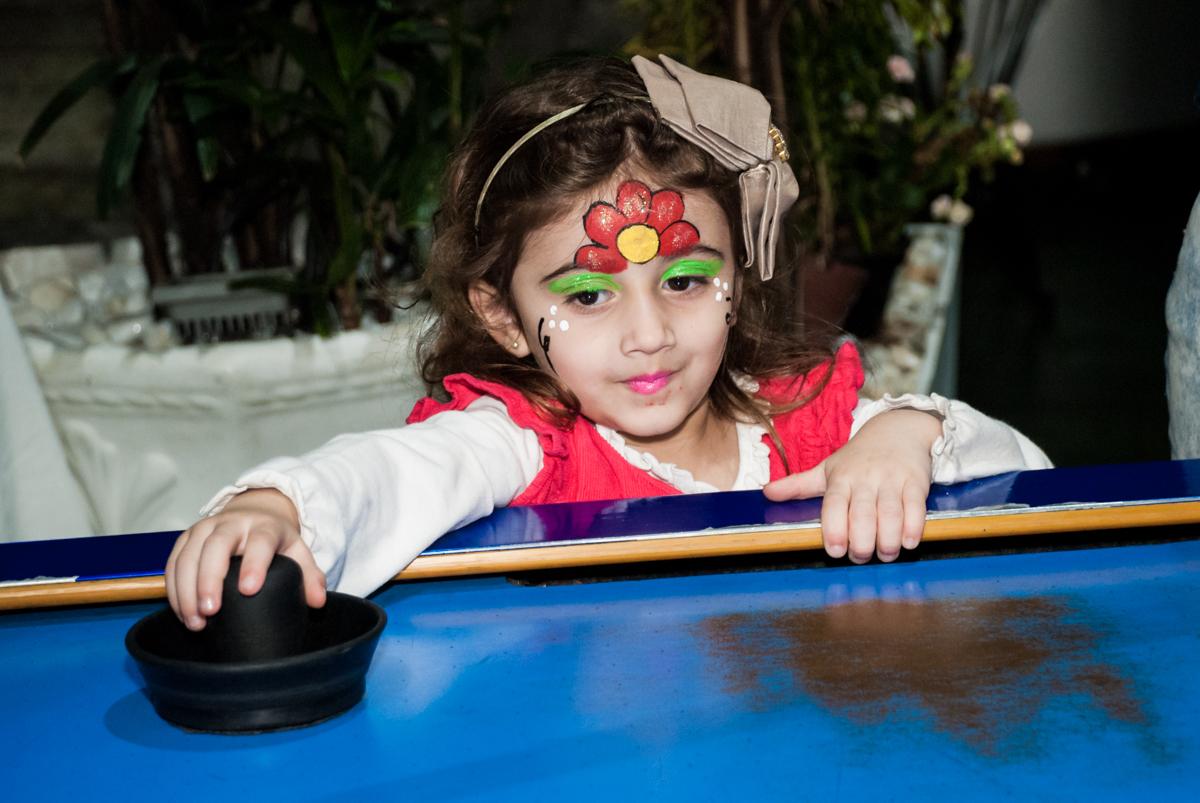 mais jogo de futebol de mesa no Buffet Balakatoon, saude, são Paulo, aniversário de João Gabriel 5 anos, tema da festa carros