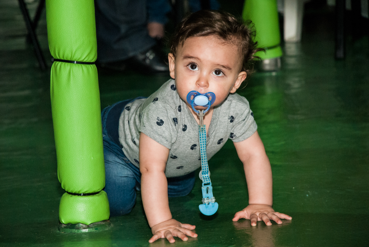 bebe engatinha no Buffet Balakatoon, saude, são Paulo, aniversário de João Gabriel 5 anos, tema da festa carros
