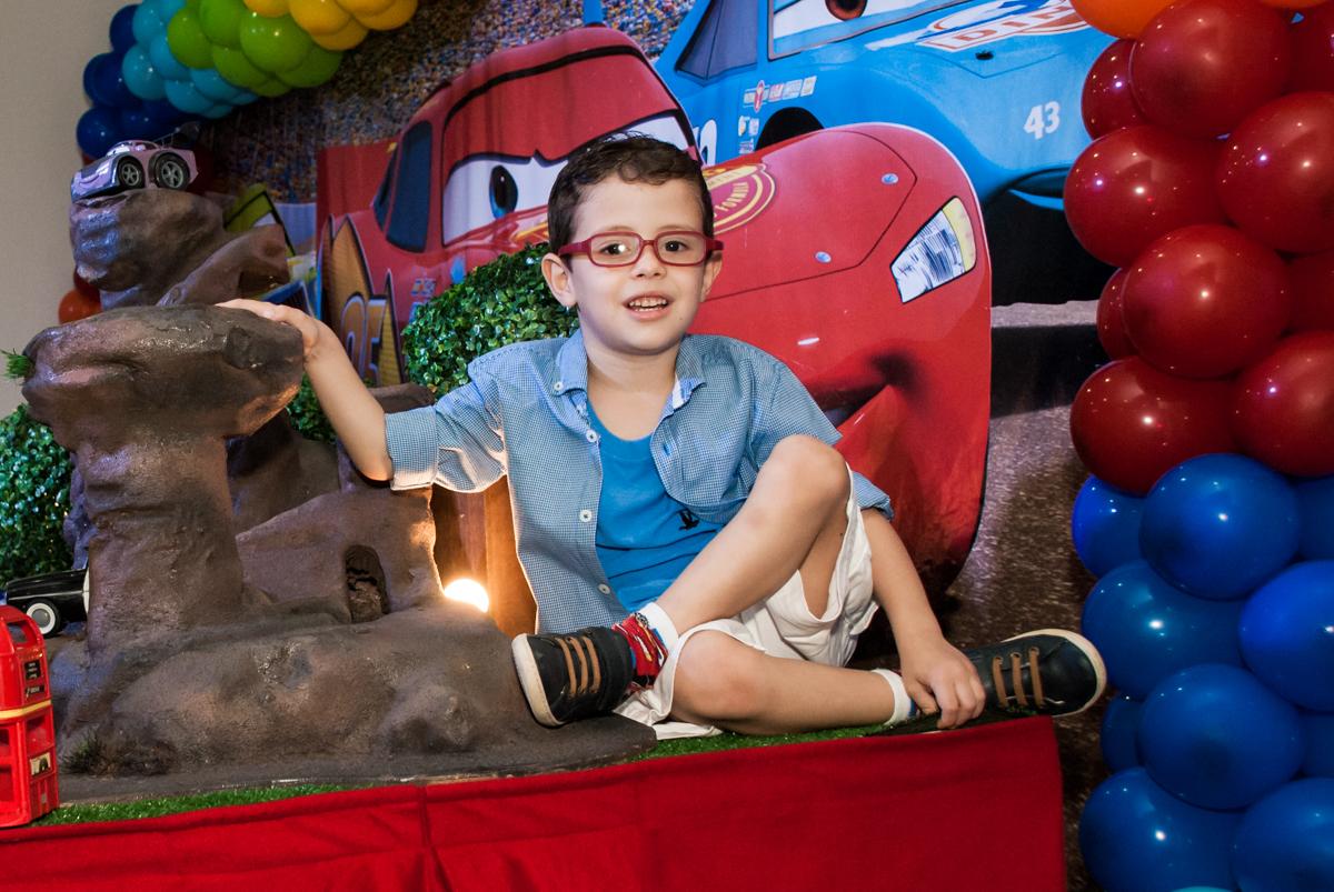 fotografia do aniversariante no Buffet Balakatoon, saude, são Paulo, aniversário de João Gabriel 5 anos, tema da festa carros