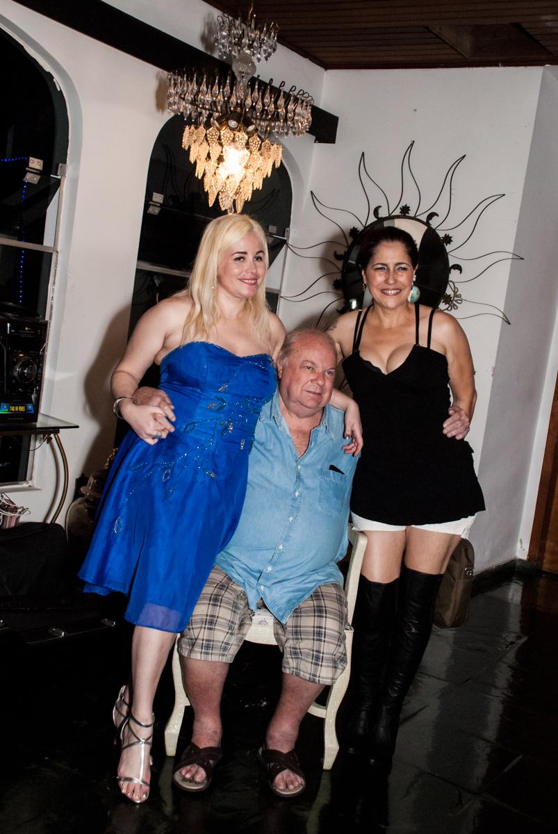 fotos com a esposa do cantor Wanderley Cardoso no aniversário de Helena 40 e Wanderley 67 anos, festa realizada no condomínio, Morumbi, São Paulo