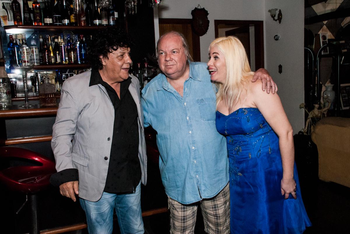 fotografia dos amigosno aniversário de Helena 40 e Wanderley 67 anos, festa realizada no condomínio, Morumbi, São Paulo