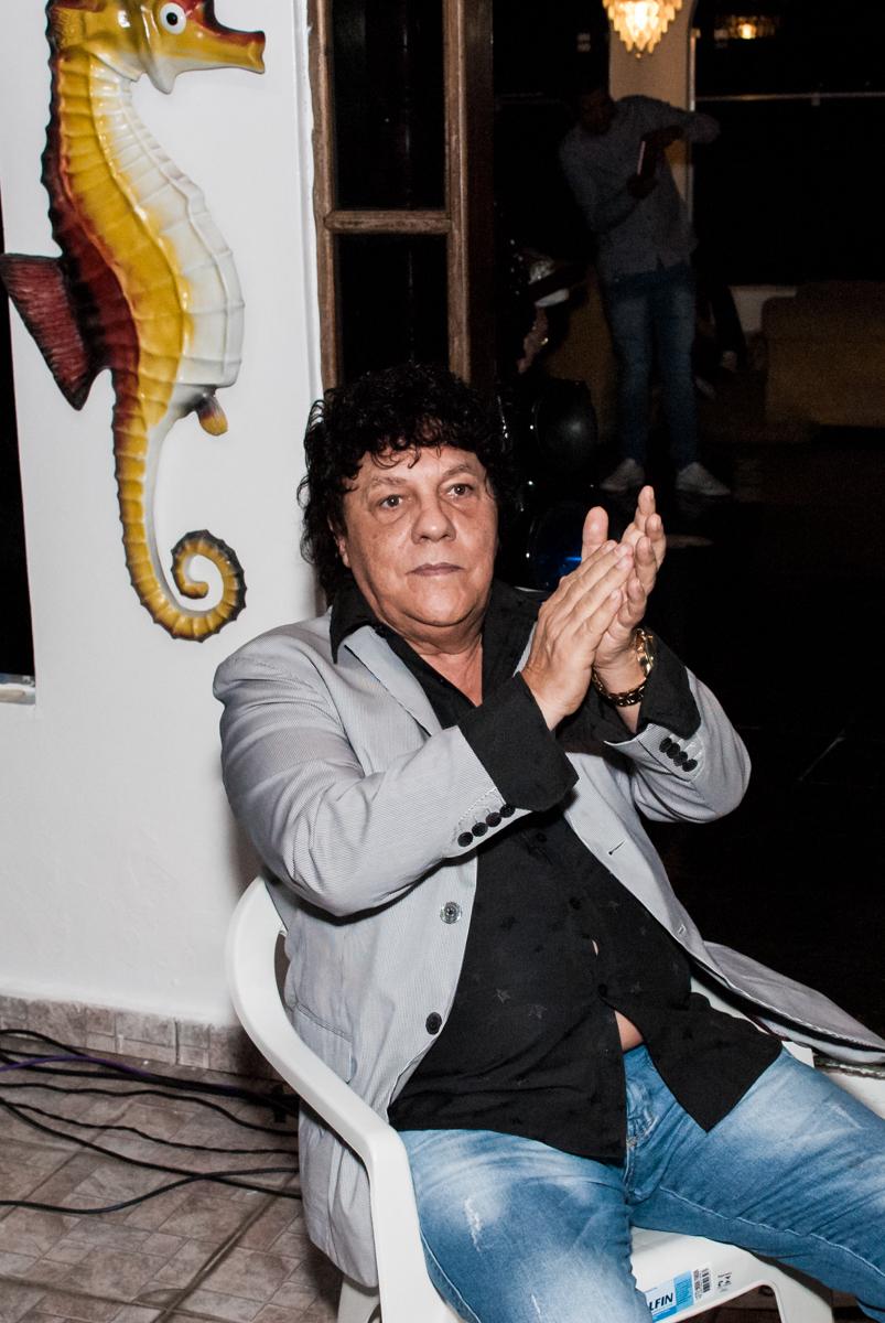 Wanderley Cardoso assiste ao show no aniversário de Helena 40 e Wanderley 67 anos, festa realizada no condomínio, Morumbi, São Paulo