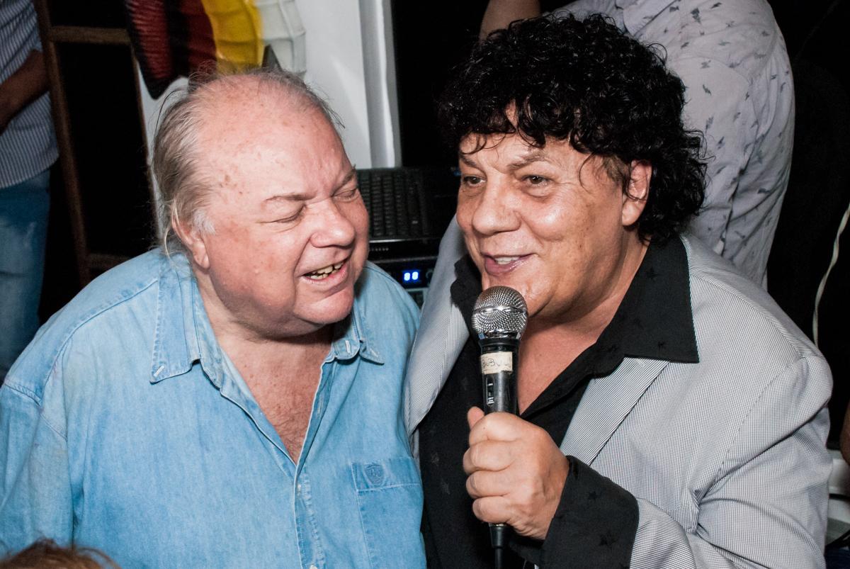 show de Wanderley Cardoso no aniversário de Helena 40 e Wanderley 67 anos, festa realizada no condomínio, Morumbi, São Paulo