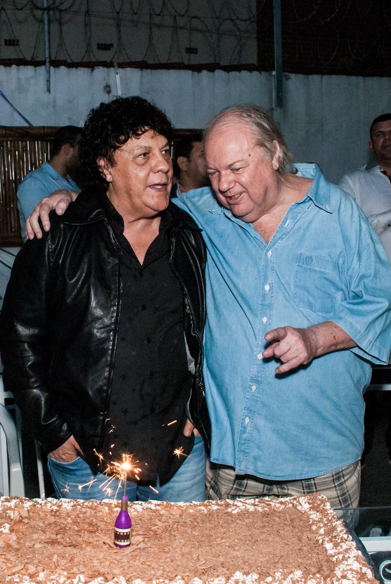 hora de cantar parabéns no aniversário de Helena 40 e Wanderley 67 anos, festa realizada no condomínio, Morumbi, São Paulo