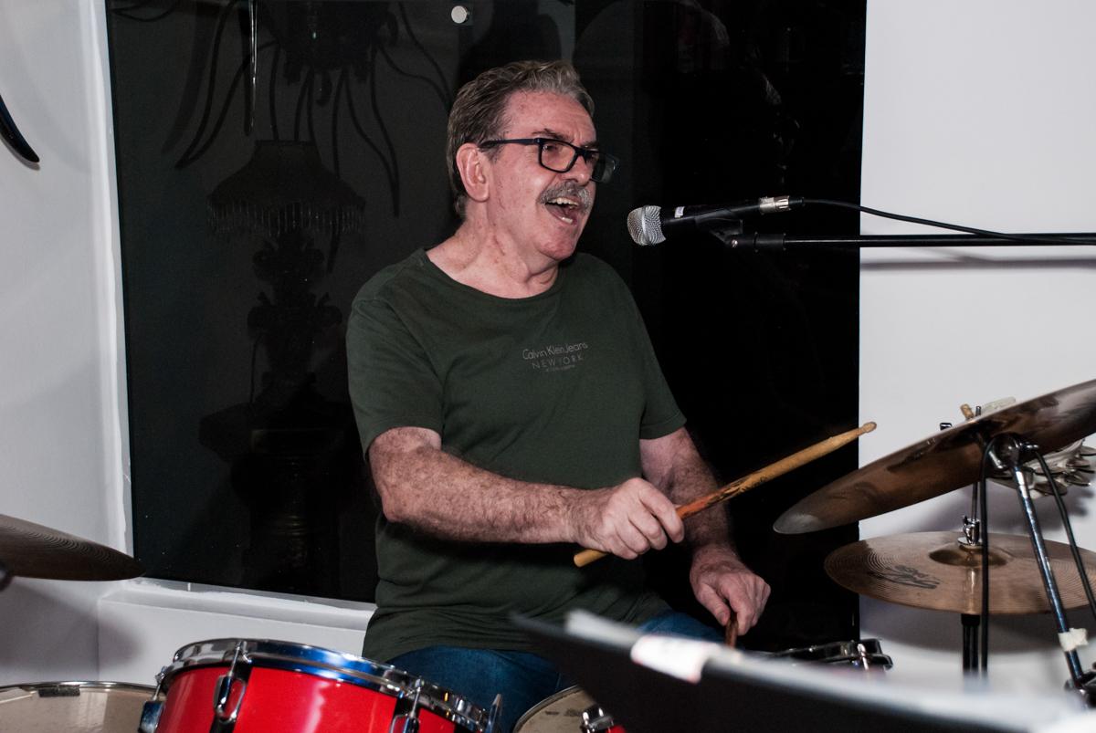banda dos anos 60 no aniversário de Helena 40 e Wanderley 67 anos, festa realizada no condomínio, Morumbi, São Paulo
