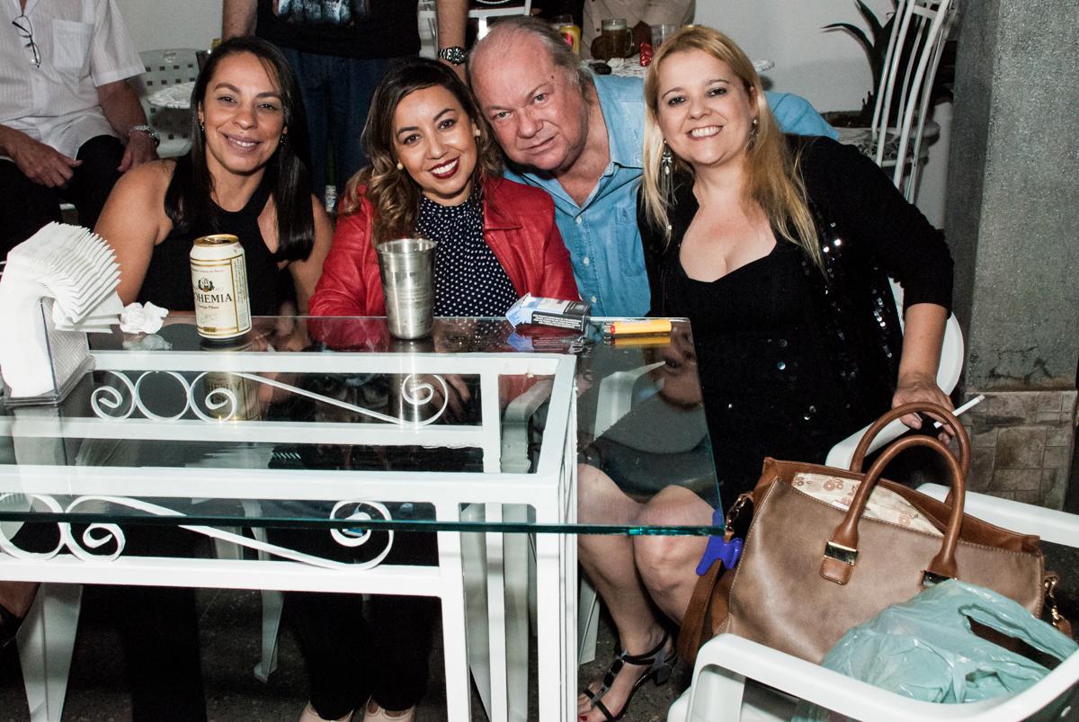 posando para a foto no aniversário de Helena 40 e Wanderley 67 anos, festa realizada no condomínio, Morumbi, São Paulo