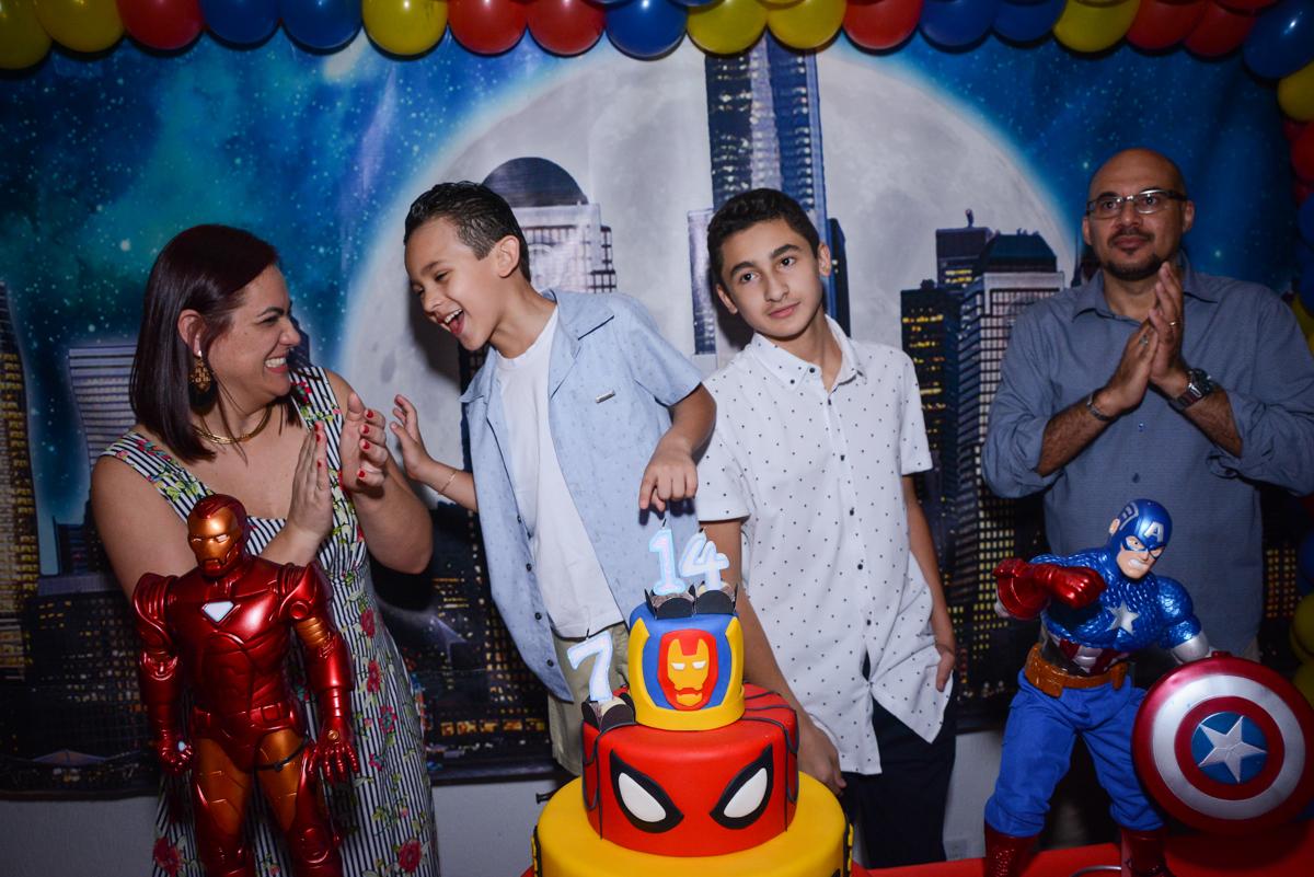 final da festa no Buffet Fábrica da Alegria Osasco, São Paulo, aniversário de enrico 14 e Ryan 7 anos, tema da festa Super Heróis