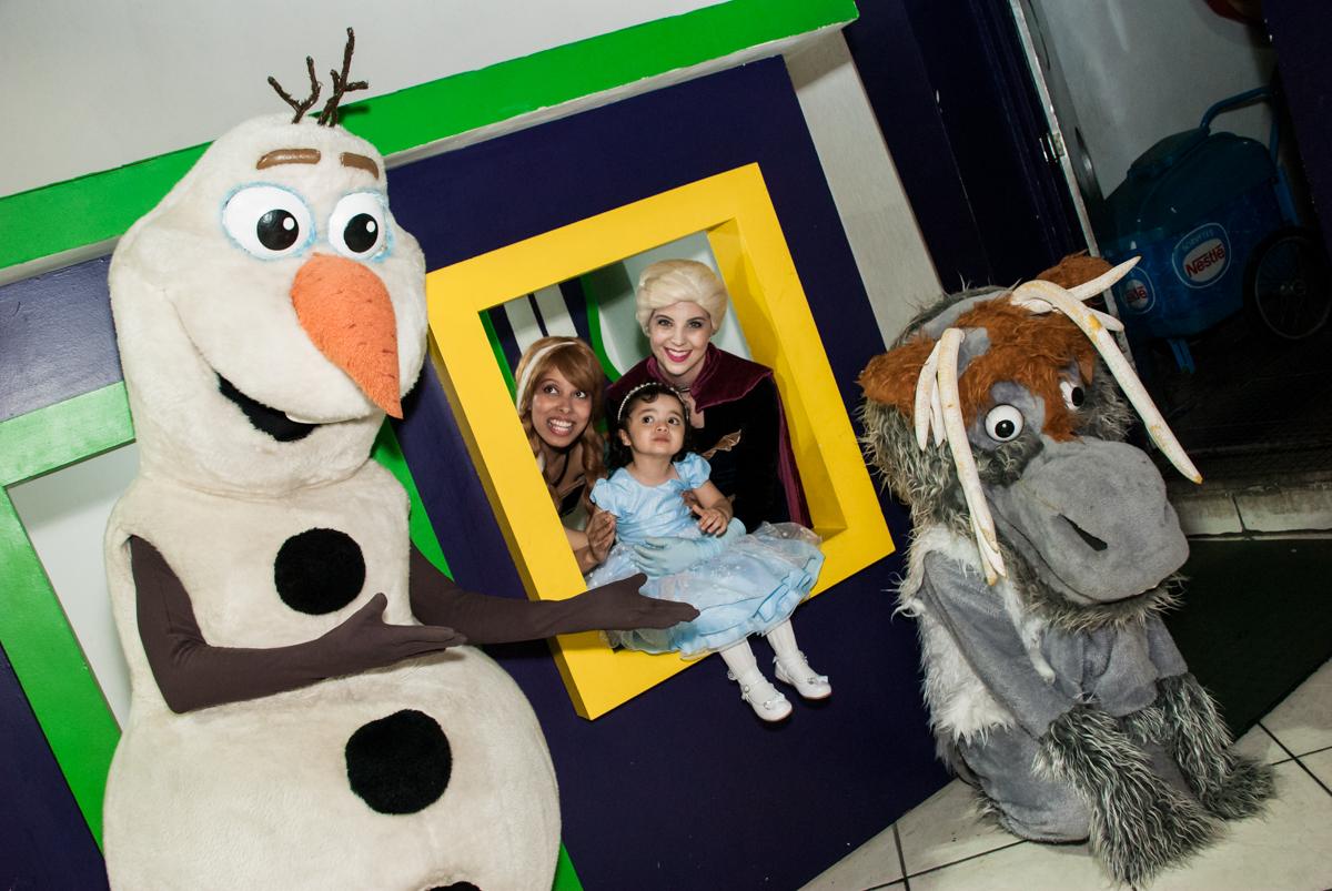 fotografia na casa de bonecas no Buffet Fábrica da Alegria, Osasco, São Paulo, aniversário de anna clara, 3 anos, tema da festa Frozen