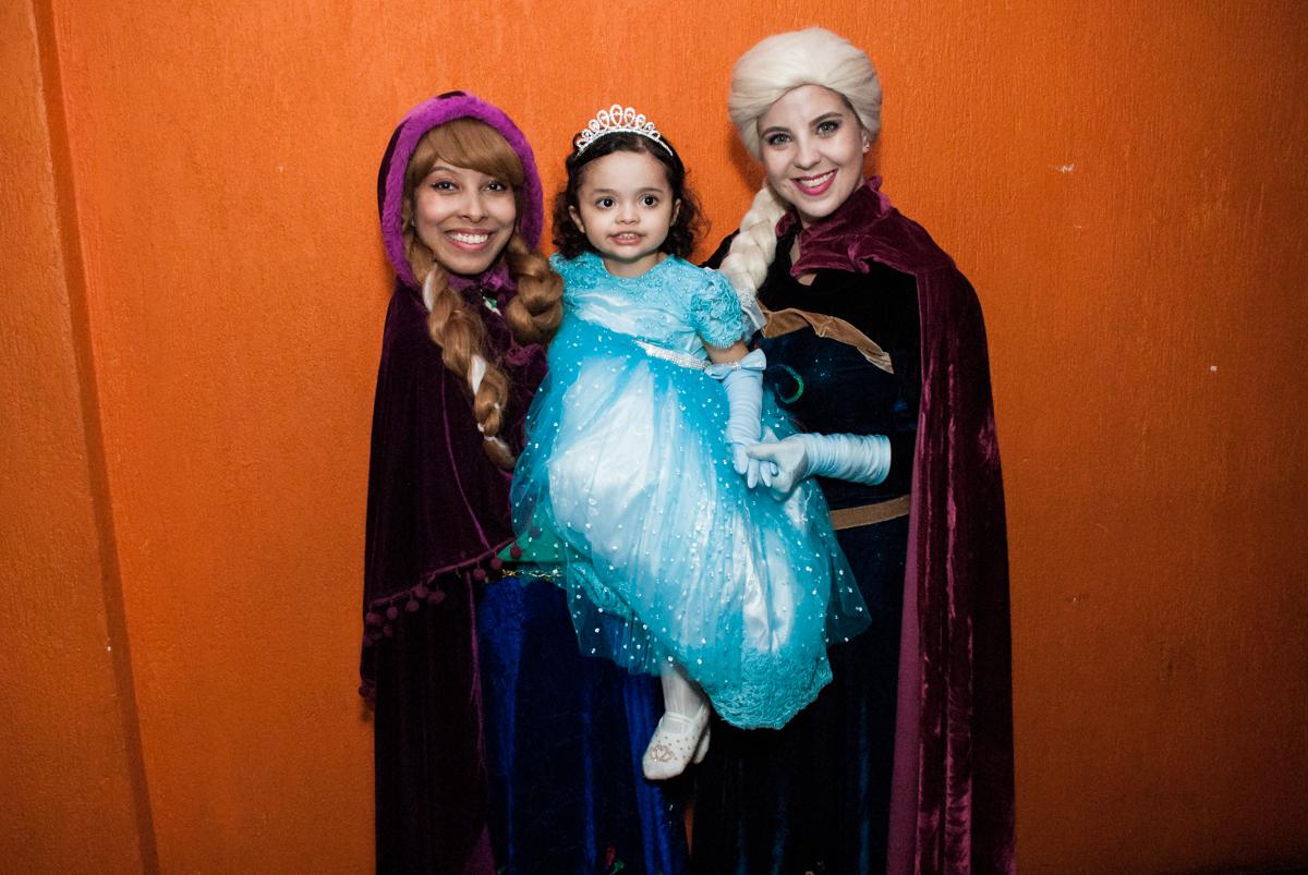 vai começar o show da frozen no Buffet Fábrica da Alegria, Osasco, São Paulo, aniversário de anna clara, 3 anos, tema da festa Frozen