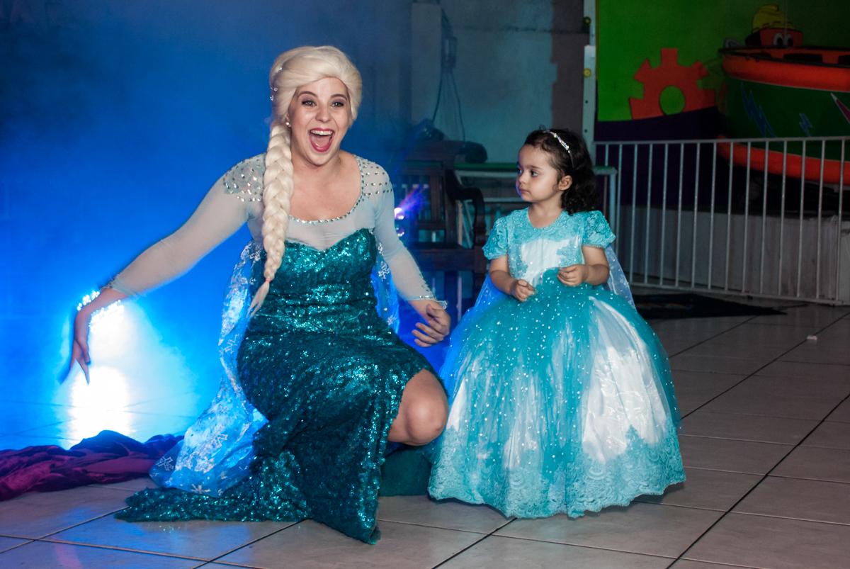 final do show da frozen no Buffet Fábrica da Alegria, Osasco, São Paulo, aniversário de anna clara, 3 anos, tema da festa Frozen