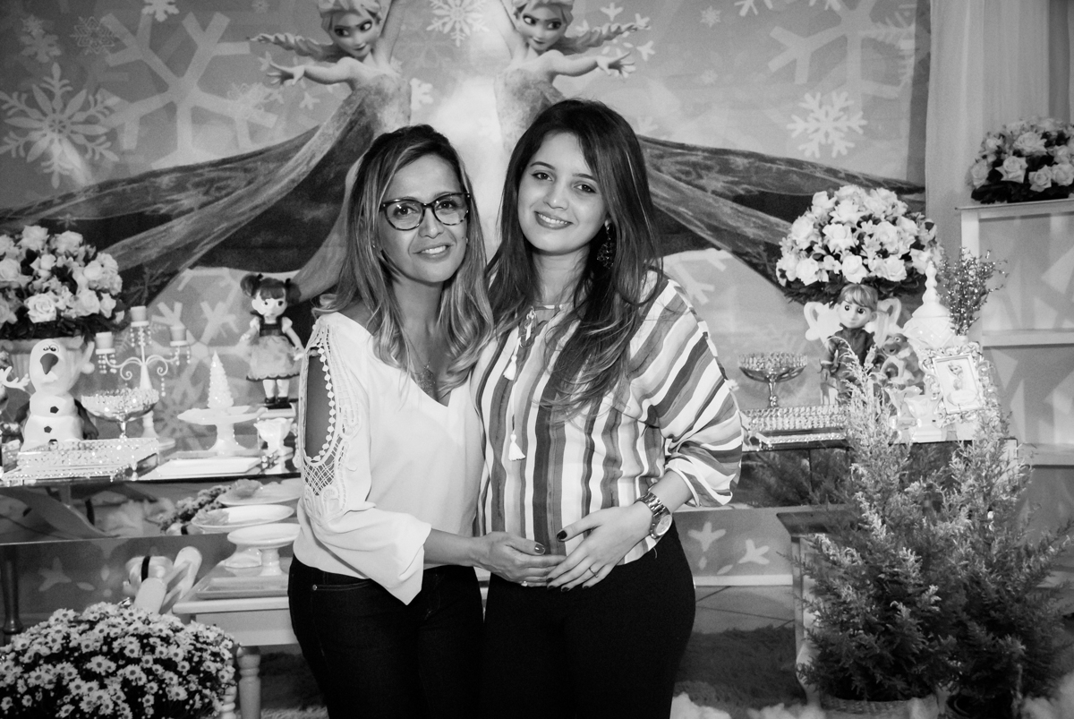 foto mãe e filha no Buffet Fábrica da Alegria, Osasco, São Paulo, aniversário de anna clara, 3 anos, tema da festa Frozen