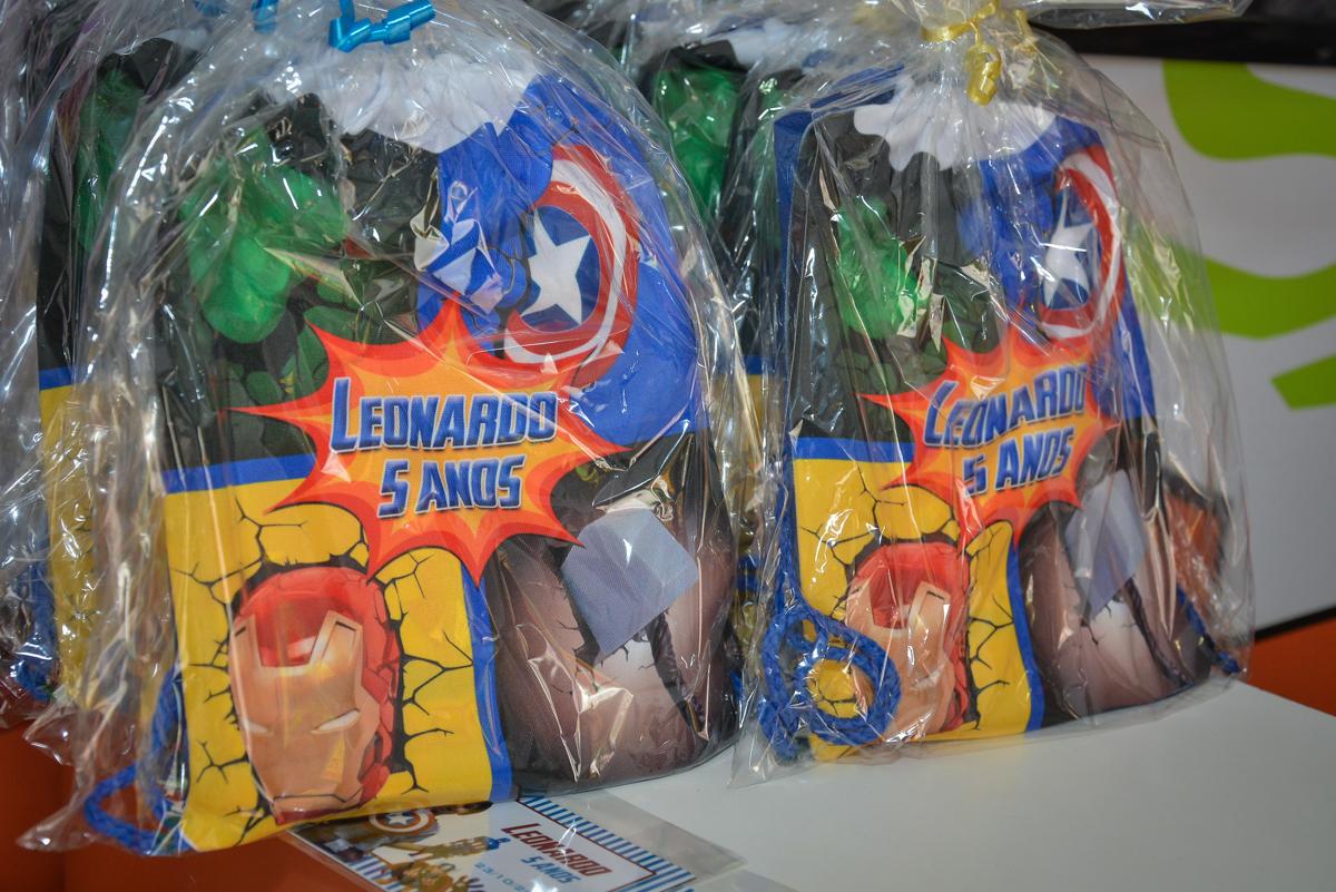 lembrancinha da festa no buffet Fábrica da Alegria, Morumbi, São Paulo, aniversário de Leonardo 5 anos, tema da festa os vingadores