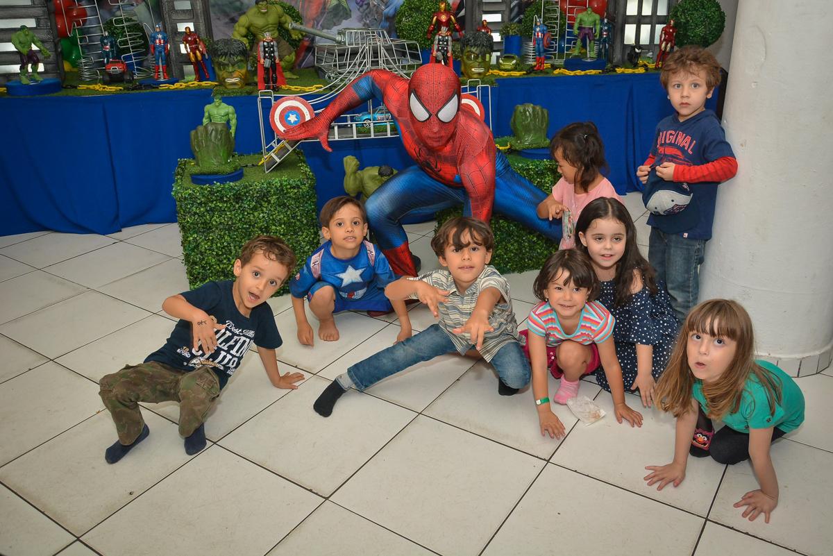 chegada do homem aranha para a festa no buffet Fábrica da Alegria, Morumbi, São Paulo, aniversário de Leonardo 5 anos, tema da festa os vingadores