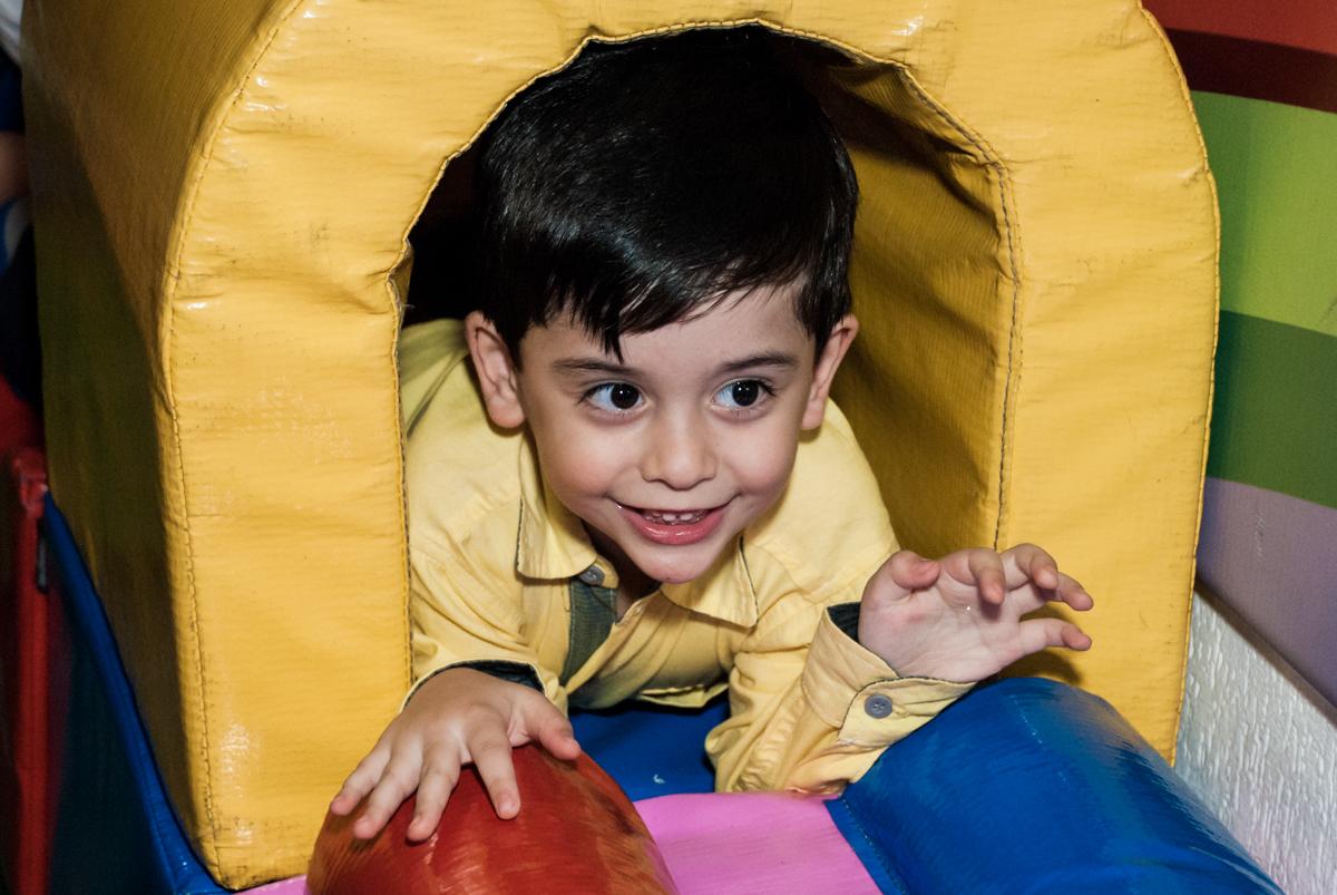 tunel da área baby no Buffet Fábrica da Alegria, Osasco,São Paulo, aniversário de Vitor 10 anos, tema da festa Patrulha Canina
