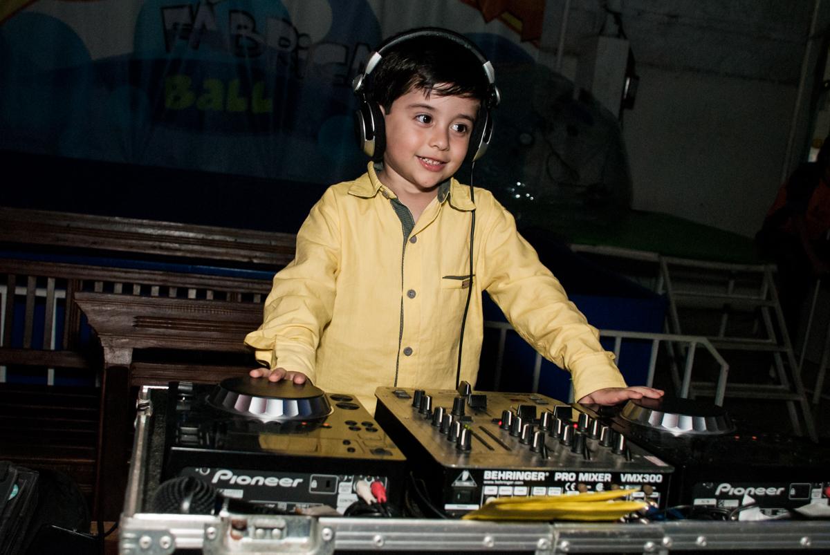 DJ mirim no Buffet Fábrica da Alegria, Osasco,São Paulo, aniversário de Vitor 10 anos, tema da festa Patrulha Canina