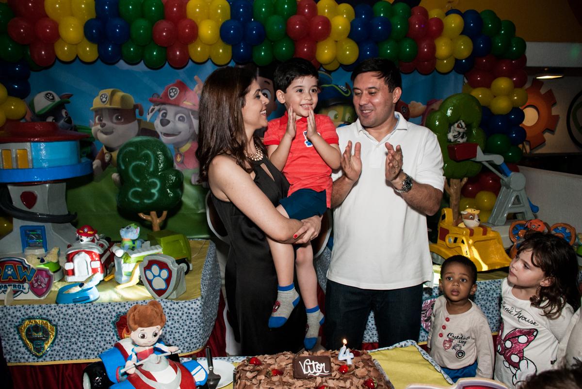 cantando parabéns no Buffet Fábrica da Alegria, Osasco,São Paulo, aniversário de Vitor 10 anos, tema da festa Patrulha Canina