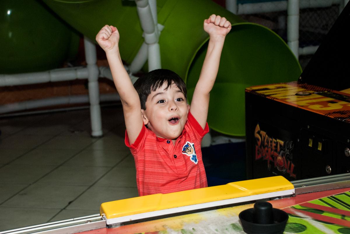 final de festa no Buffet Fábrica da Alegria, Osasco,São Paulo, aniversário de Vitor 10 anos, tema da festa Patrulha Canina