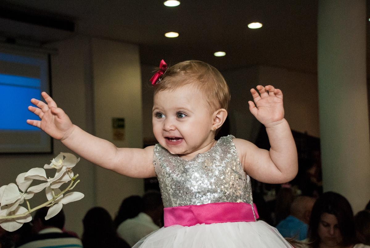 alegria em sua festa no Buffet Fábrica da Alegria, Morumbi, São Paulo, aniversário de Isabella 1 ano, tema da festa Princesas Baby