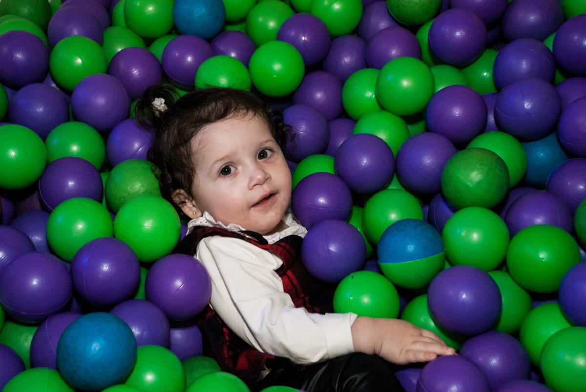 piscina de bolinhas animada no Buffet Fábrica da Alegria, Morumbi, São Paulo, aniversário de Isabella 1 ano, tema da festa Princesas Baby