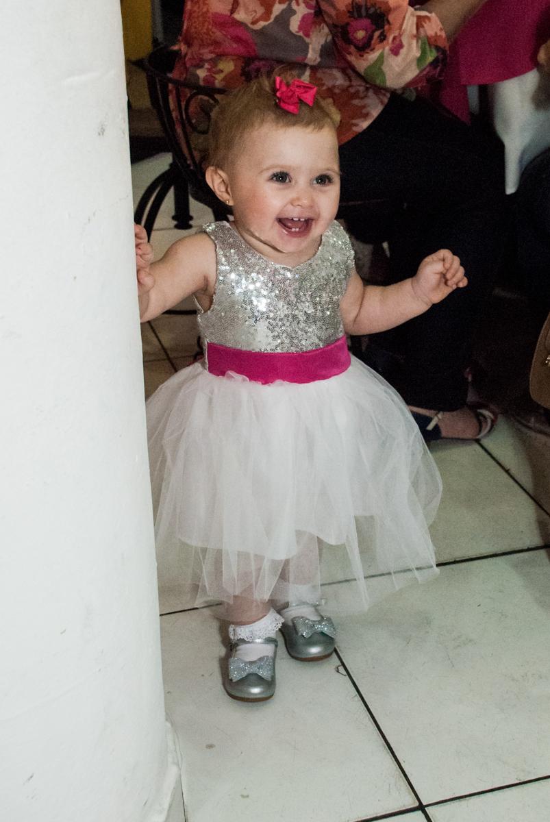 andando no salão no Buffet Fábrica da Alegria, Morumbi, São Paulo, aniversário de Isabella 1 ano, tema da festa Princesas Baby