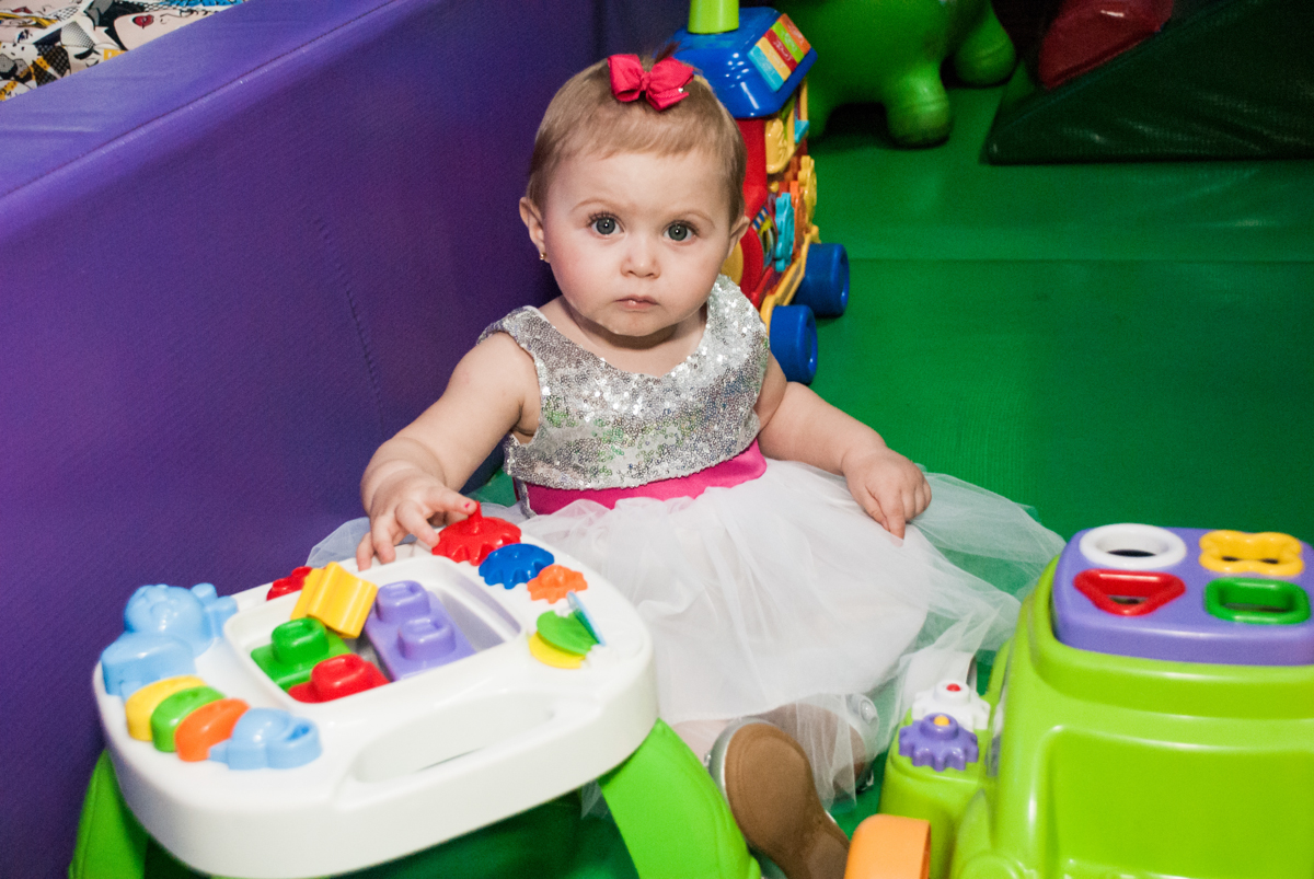brincando na área baby no Buffet Fábrica da Alegria, Morumbi, São Paulo, aniversário de Isabella 1 ano, tema da festa Princesas Baby