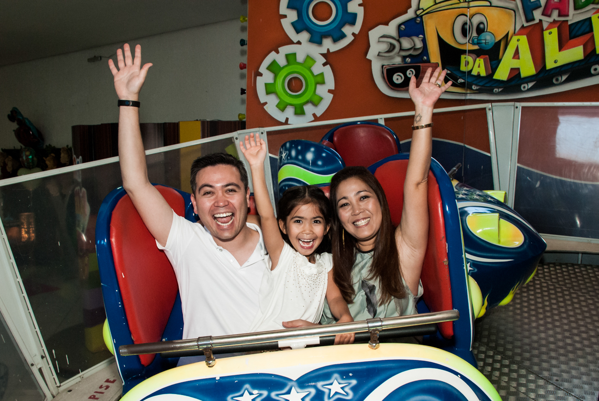 brincadeira divertida no jornada nas estrelas no Buffet Fábrica da Alegria, Morumbi, São Paulo, aniversário de Isabela 6 anos, tema da festa Elena de Avalor